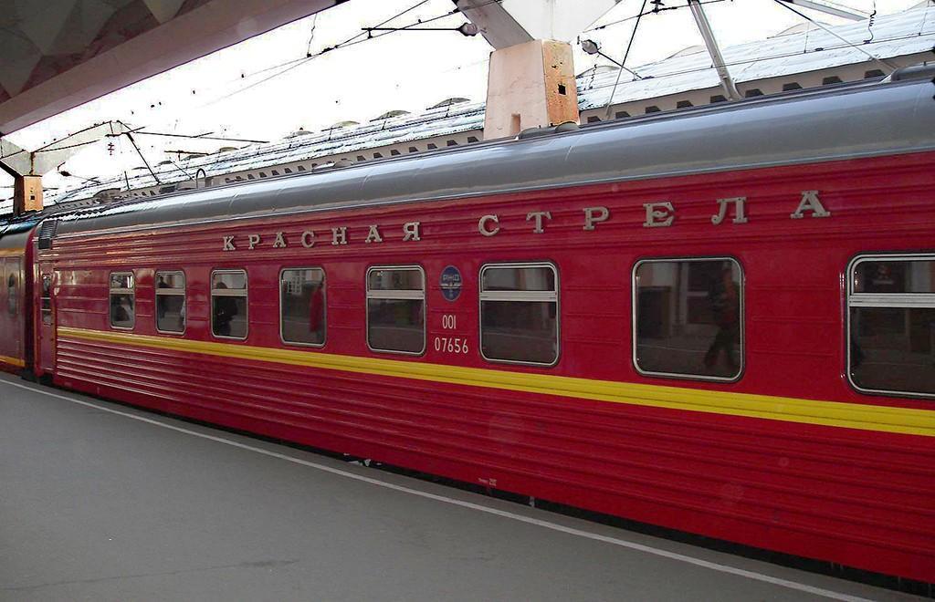 Запущен первый в СССР фирменный поезд «Красная стрела»